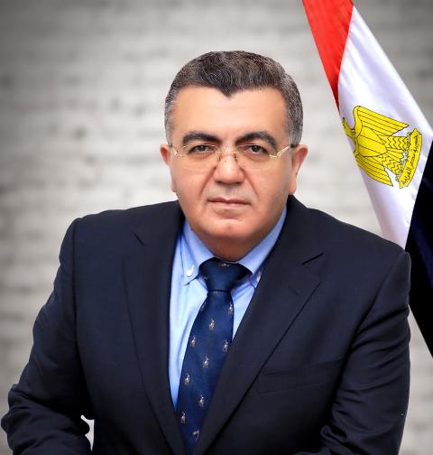 د. حاتم صادق- أستاذ بجامعة حلوان