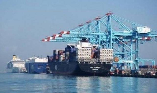 نشاط فى حركة تداول البضائع والحاويات بميناء الاسكندرية