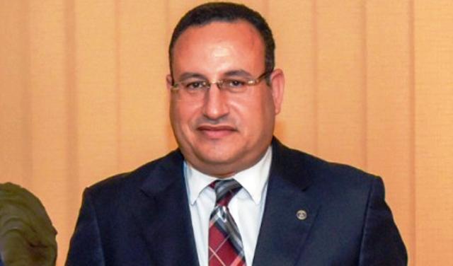 الدكتور عبد العزيز قنصوة رئيس جامعة الاسكندرية